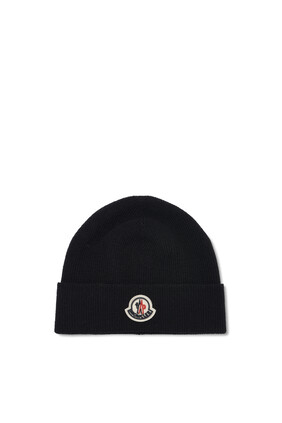 قبعة منسوجة بشعار الماركة