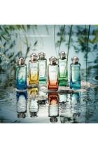 Un Jardin sur le Nil, ماء تواليت