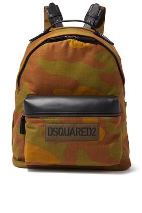 حقيبة ظهر بنقشة مموهة ورقعة
