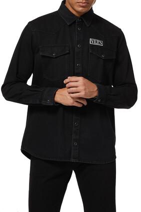 قميص دينم برقعة بشعار VLTN