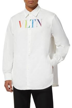 قميص بطبعة شعار الماركة