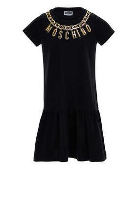 فستان بطبعة شعار الماركة وسلسلة