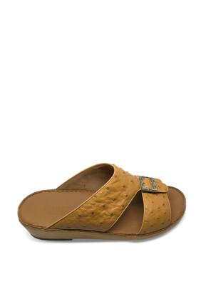 حذاء مفتوح من جلد النعام