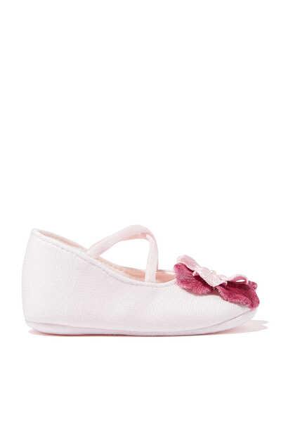 حذاء مزين بزهور