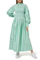 فستان متوسط الطول مخطط