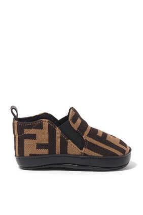 حذاء قنب بنقشة شعار الماركة