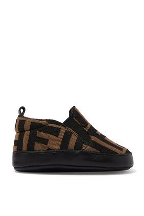 حذاء للرضع بشعار الماركة