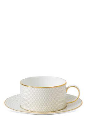 فنجان شاي وطبق أريس