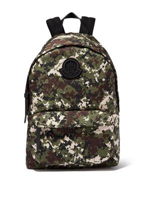 حقيبة ظهر بنقشة مموهة وشعار الماركة